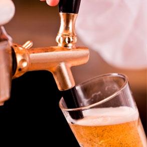 Cómo servir la cerveza de forma correcta