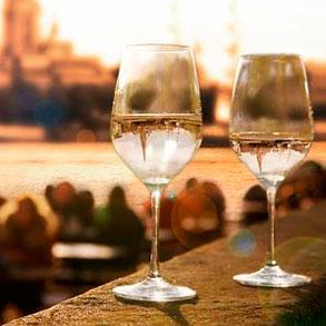 ¿Sabes cuándo ofrecer vino blanco a tus clientes?