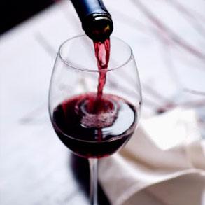 Tipos de vino tinto para ofrecer en tu bar