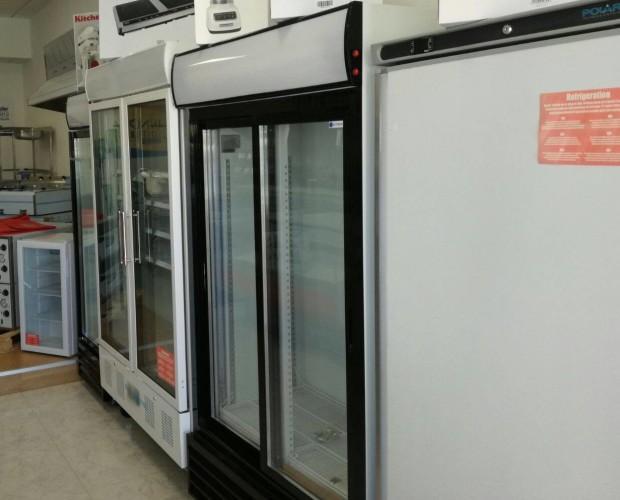 Armarios de frío. Armario de refrigeración y congelación, también con puerta de cristal.