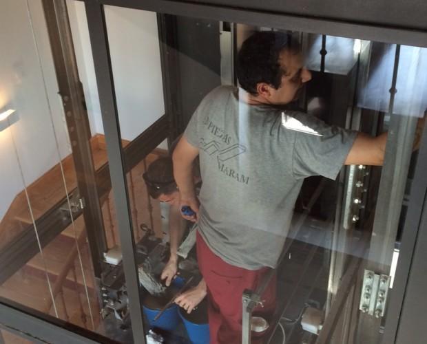 Limpieza ascensores. limpieza cabina interiores de ascensores