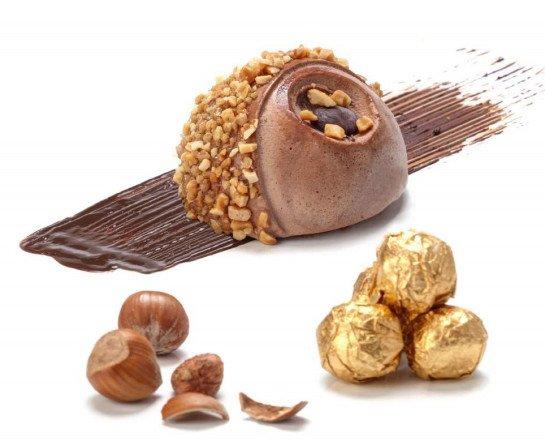 MOON Ferrero Rocher. Helado Ferrero Rocher envuelto con crocanti de almendra