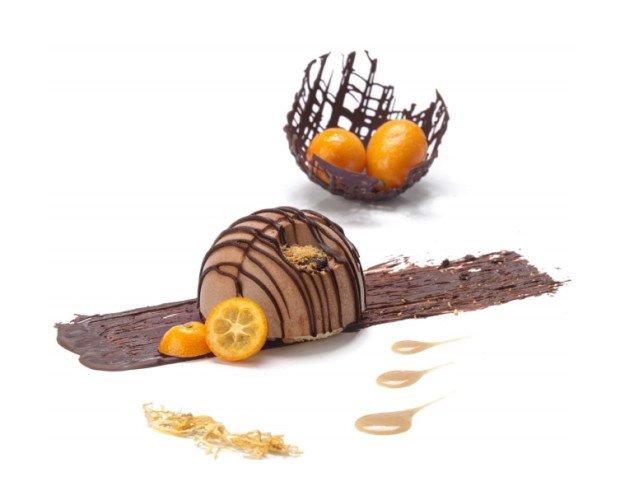 MOON Chocolate, Naranja y Baileys. Cubierto con chocolate crujiente y polvo de naranja