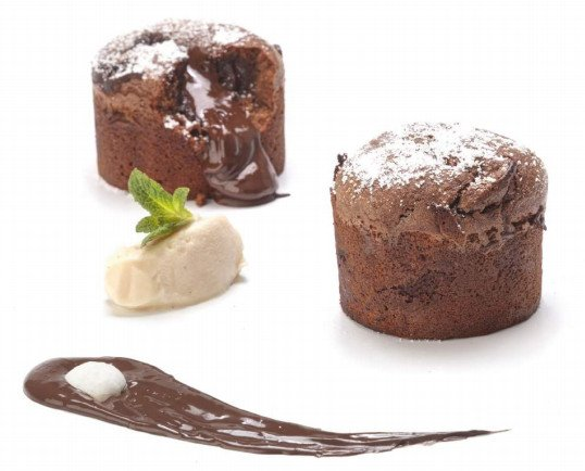 COULANT de Chocolate. Souffle de chocolate relleno de trufa fundida
