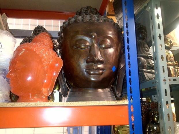 Buda en metal. Cabeza de Buda en metal