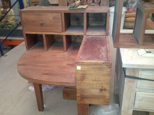 Muebles. Hermoso mueble antiguo esquinero