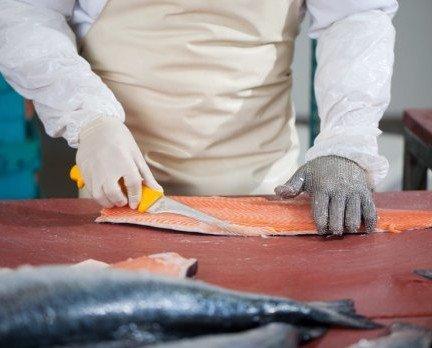 Pescado Fresco. Salmón Fresco. Trabajando el salmón.