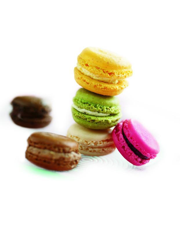Canapés. Mini Macarons