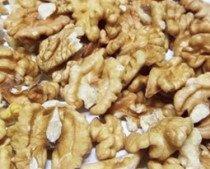 Nueces. Se pueden distinguir variedades españolas, francesas y americanas