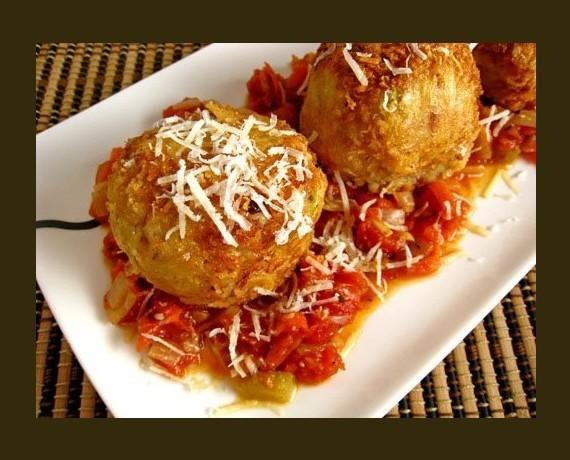 Arancini. Croqueta italiana, risotto, bolognesa, parmesano