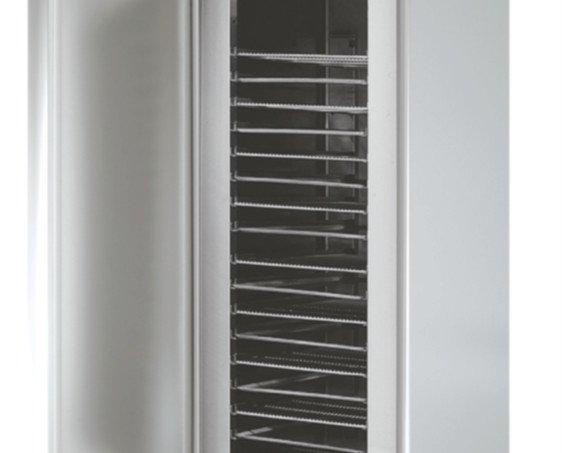 Armario Congelador.Con sistema de cierre automático y burlete magnético permanente