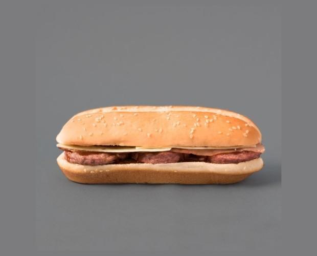Triburguesa. Triburguesa de cerdo, con queso, bacon y salsa bbq