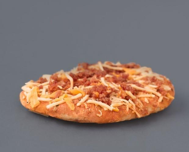 Pizza bacon. Mini pizza de bacon y pollo. Pan de tosta, bacon y queso mozarella