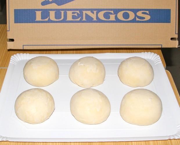 Pizzas Congeladas.Bolas de masa protegidas y separadas con lámina de plástico de uso alimentario