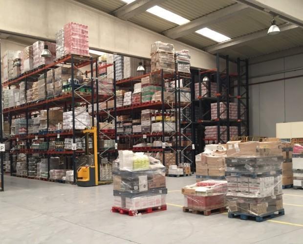 Pedidos. Zona de preparación de pedidos de productos de alimentación no perecedera.