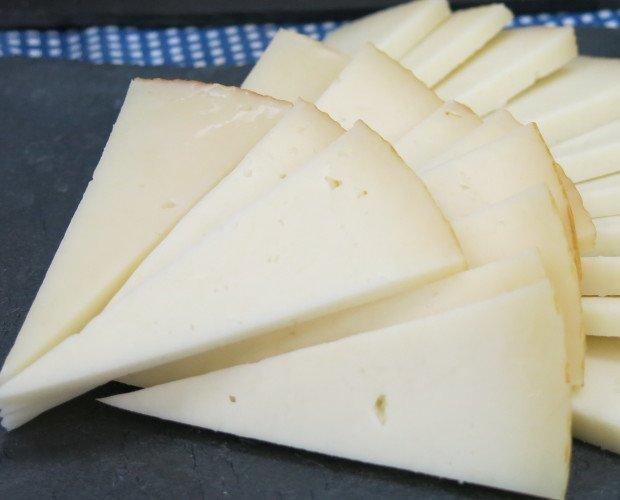 IMG_0810. Quesos de cabra tiernos y semicurados.  Solemos consumir curados pero nos olvidamos del placer del sabor de los quesos tiernos y semicurados.