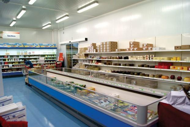 Instalaciones sección congelados. Más de 10000 artículos de referencia