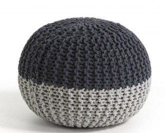 Puff Behobia. Consta de una funda tricotada de algodón en dos tonalidades del colos gris