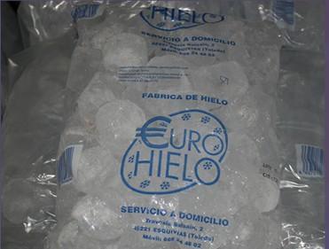 Hielo en Cubitos.Cubitos de hielo, hielo en barra y hielo picado