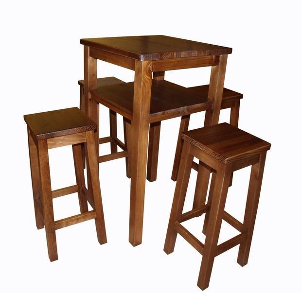 Mesa alta, taburetes. Mesa y taburetes altos de madera maciza