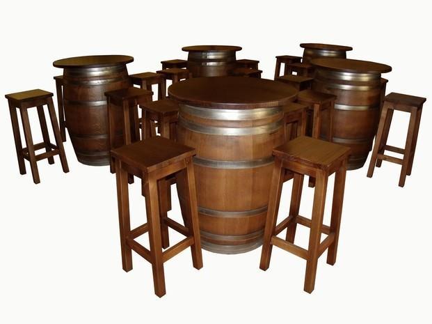 Taburetes.Barricas de madera, con tapa redonda y taburete