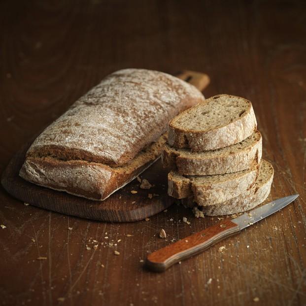 Pan negro. Rústico pan integral negro