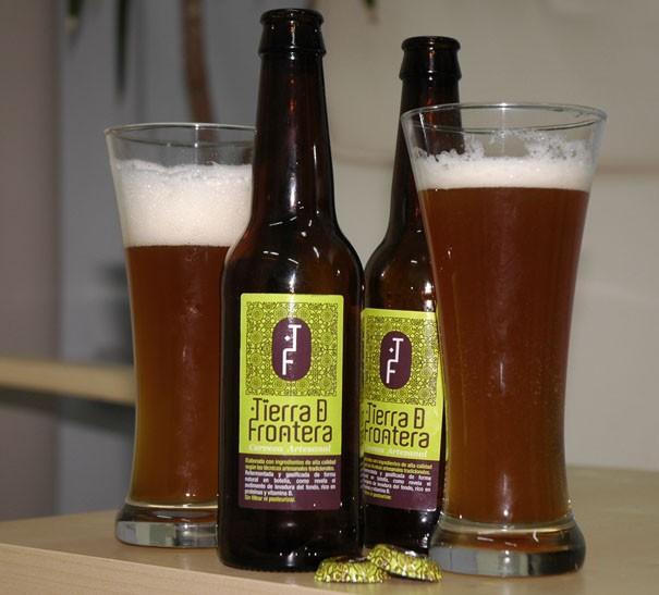 Cerveza artesanal. Elaborada con los más finos ingredientes