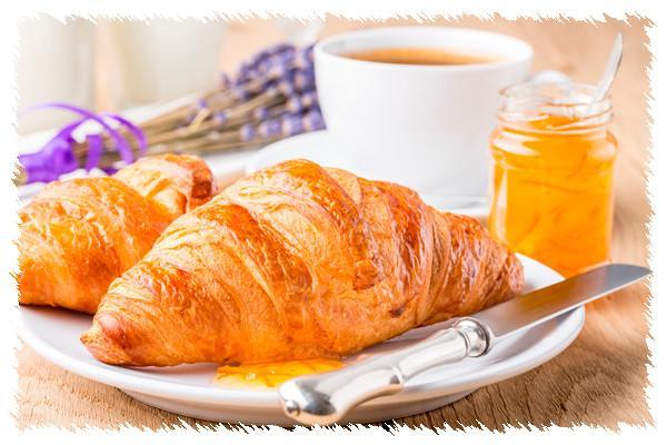 Croissant. Croissant de varios tamañas y tipos. mantequilla, margarina.