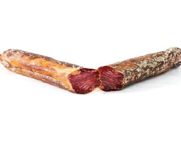 Caña de lomo artesano. La Caña de Lomo Artesana es un embutido tradicional elaborado a partir de la presa ubicada junto a la paletilla del cerdo ibérico alimentado en los campos de Extremadura, y aliñada con condimentos 100