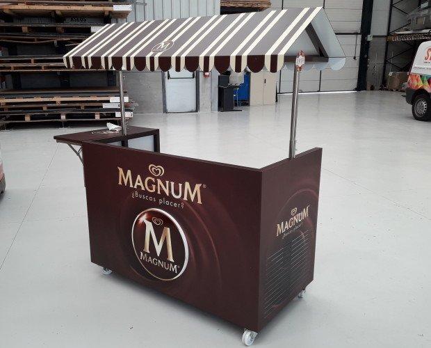 Carrito de helados. Carrito de helados fabricado con estructura de hierro y forro de composite