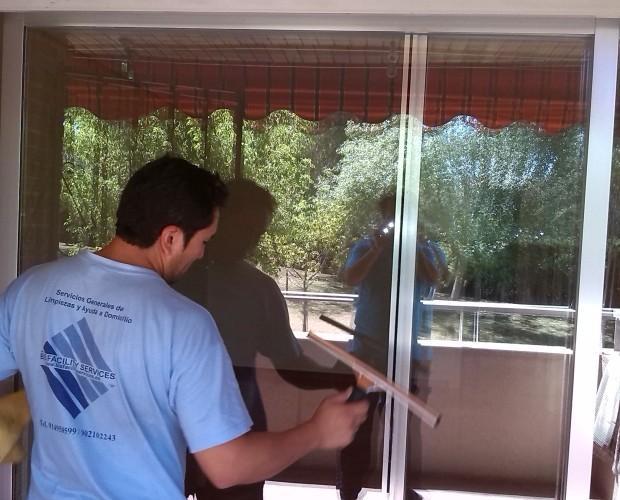 Limpieza de ventanas. Servicio de limpiezas de oficinas
