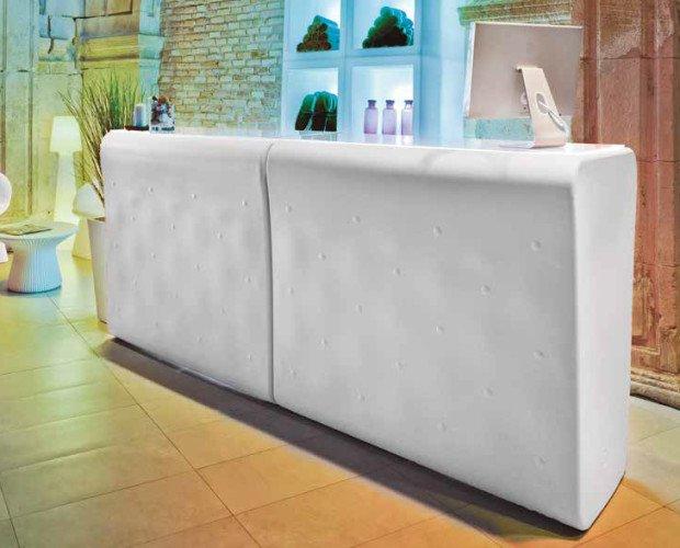 Barras y Mostradores. Mobiliario Iluminado para Interior y Exterior: Taburetes, Sillones, Sofás, Barras Bar