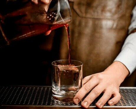 Cubos de Hielo. Nuestro hielo no sólo refresca las bebidas mientras se derrite lentamente