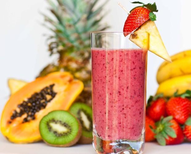 Smoothies. Combinación de frutas naturales
