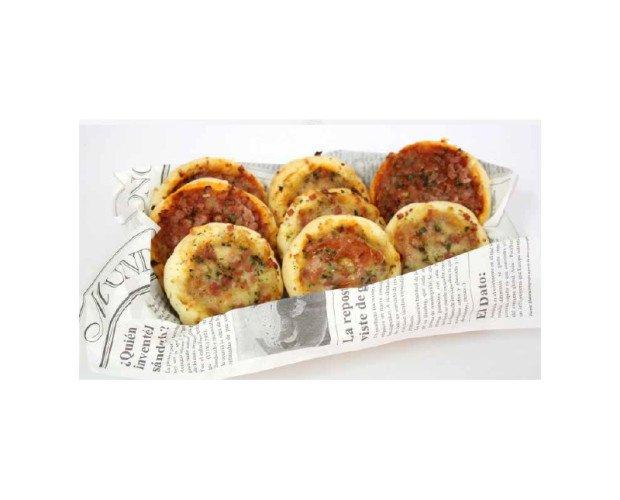Minipizza Atún. Deliciosa mini pizza de atún, tomate y queso
