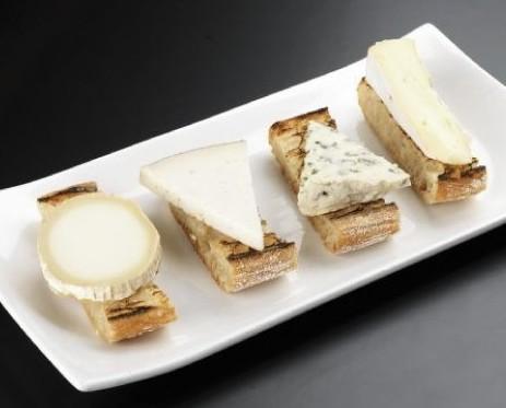 Pan y queso. Pan de coca con queso
