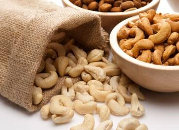 Almendras.Cacahuetes, pistachos, pipas, almendras, snacks