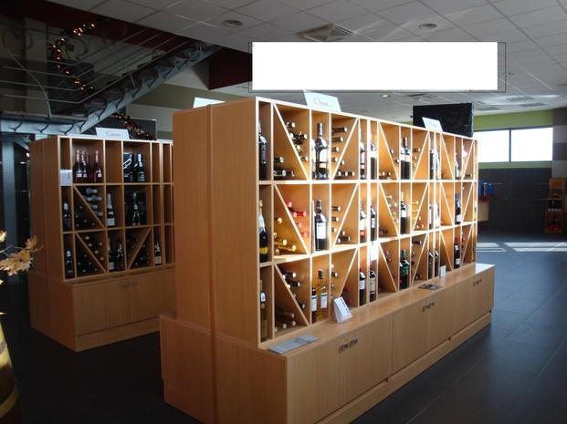 Exposición de vinos. Vinos de todas las denominaciones de origen