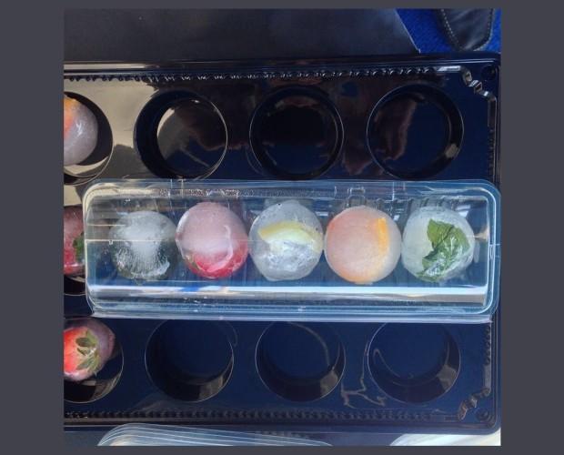 Hielo en colores. Variedades de hielos con formas y colores