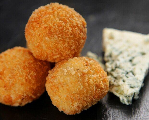 Croquetas de Queso Azul. Croquetas de Queso Azul con un sabor muy intenso.
