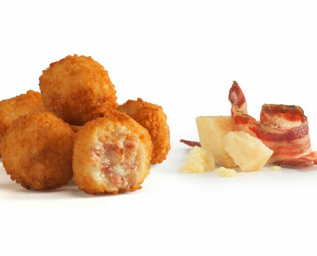 Croquetas de bacon y parmesano. Exquisitas croquetas de bacon crujiente y sabroso queso parmesano