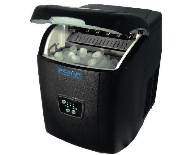 Maquina de hielo. Máquina de hielo sobre mostrador.