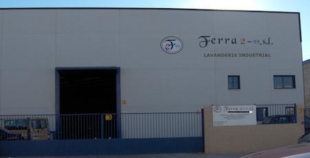Nuestra lavandería en Toledo. Instalaciones de más de 1.000 metros cuadrados. Ubicadas en el kilómetro 36 de la carretera de Extremadura, en Casarrubios del Monte