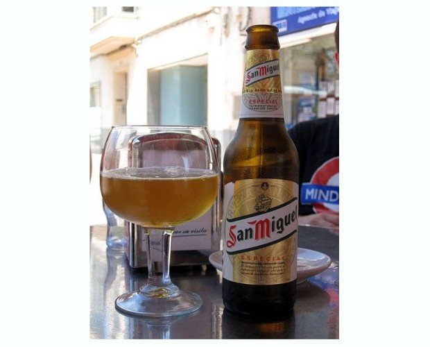 Cerveza. Botellas de Cerveza con Alcohol. Nuestra cerveza más clásica