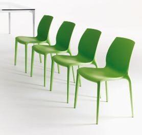 Sillas. Variedad de diseños y colores en sillas