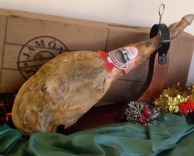 Lotes de navidad. Patas de jamón para lotes navideños