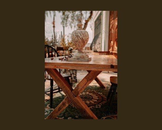Mesa Orma. Elegante mesa de madera de mango modelo Orma con patas cruzadas