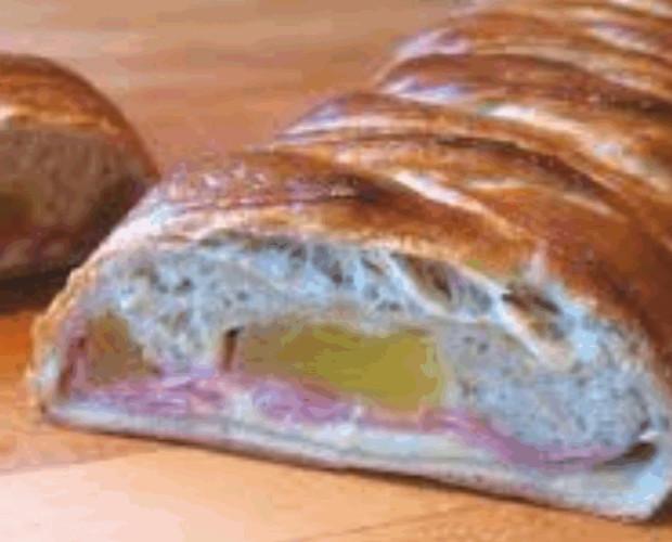 Pan Precocido.Relleno de jamón, queso y piña, o a elección