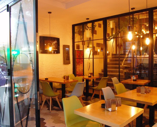 La Entreplanta. Zona de Terraza de Bar Restaurante La Entreplanta