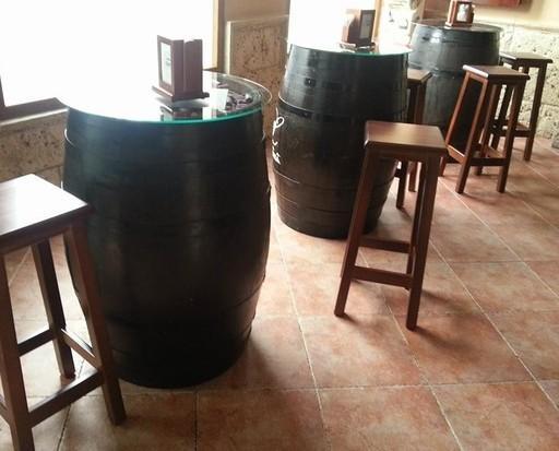 barricas y tab 260. barricas con tapa de cristal y taburetes alcora